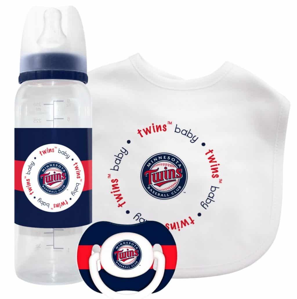 Baby Gift Sets For Twins : Minnesota twins baby gift set detroit game gear